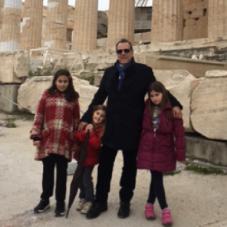 Athanasios Pasvanis mit seinen Kindern